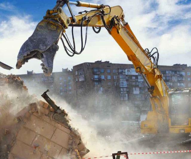 Le fasi di demolizione degli edifici