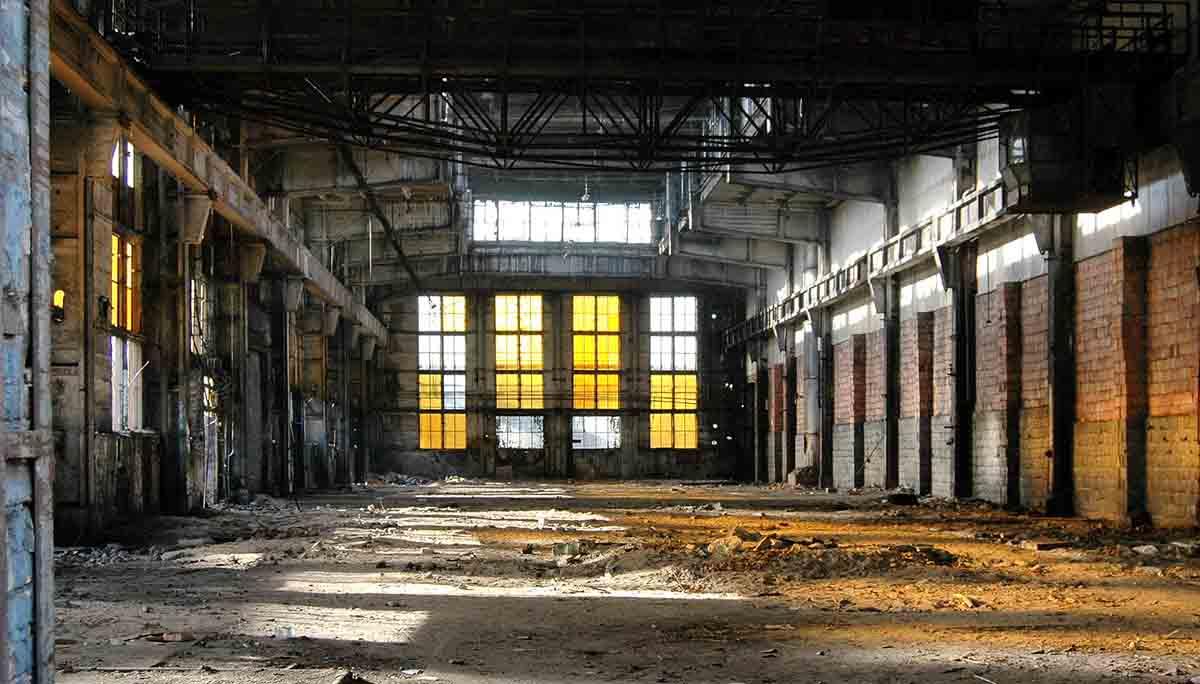 La demolizione industriale per le aree dismesse
